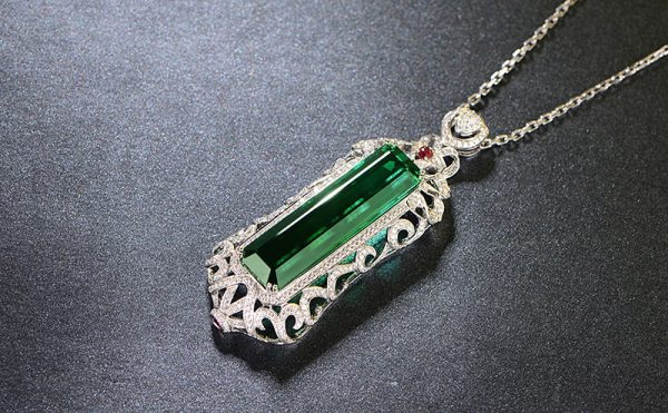 44.6/2.35ct Natural Green Tourmaline in 18K Gold Pendant