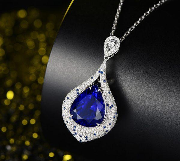 21.85ct Natural Blue Tanzanite in 18K Gold Pendant