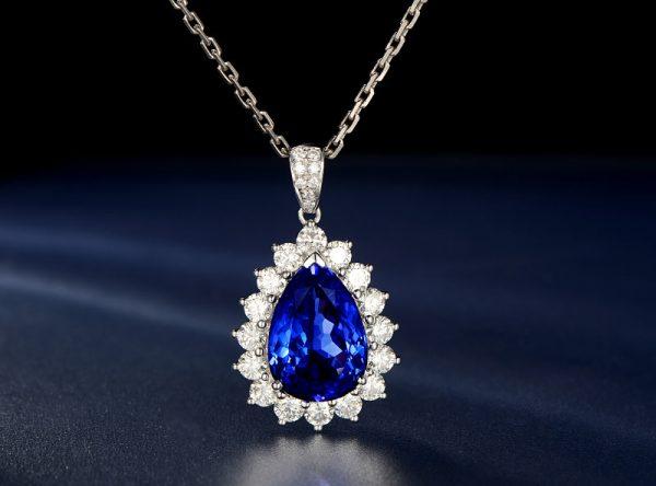 9.46ct Natural Blue Tanzanite in 18K Gold Pendant