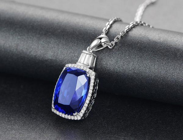 15.15ct Natural Blue Tanzanite in 18K Gold Pendant
