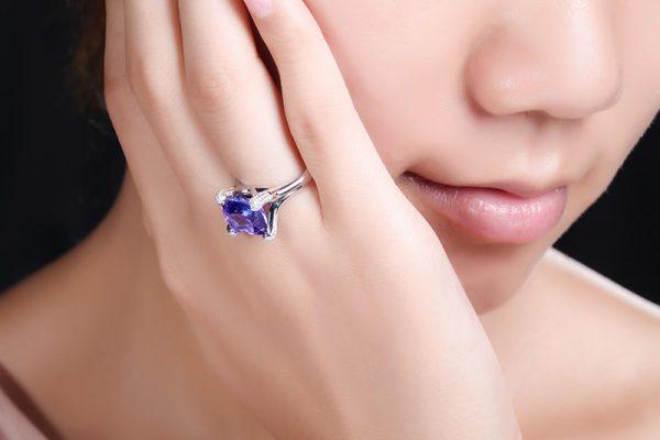 5.86ct Natural Blue Tanzanite in 18K Gold Ring