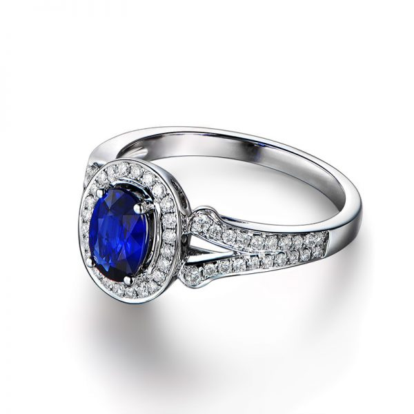 1.03ct Natural Blue Sapphire in 18K Gold Ring