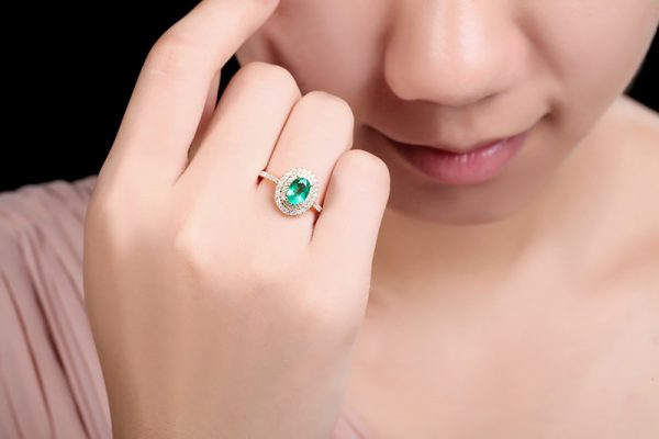 1.06ct Natural Green Emerald in 18K Gold Ring