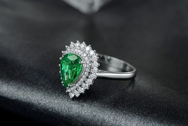 1.55ct Natural Green Emerald in 18K Gold Ring