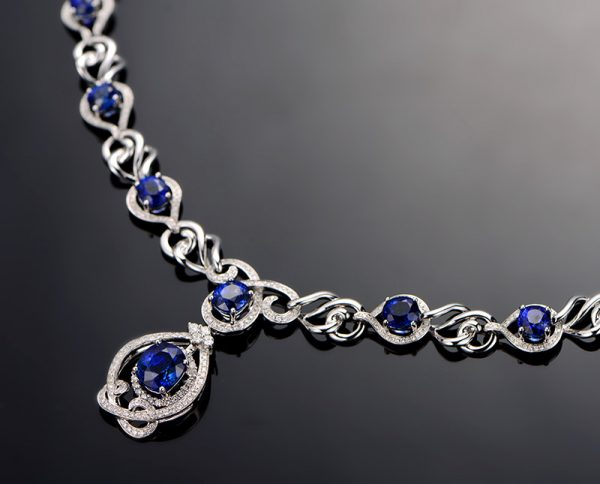 12.1ct Natural Blue Sapphire in 18K Gold Necklace