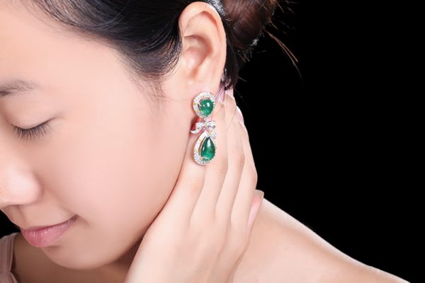 17.5ct Natural Green Emerald in 18K Gold Earring