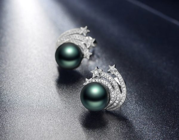 10.2 mm Natural Black Pearl in 18K Gold Earring
