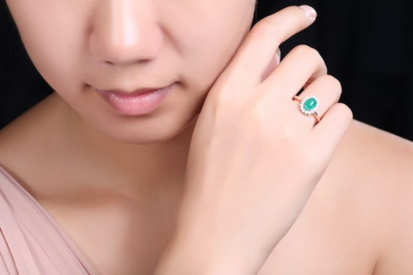 1.15ct Natural Green Emerald in 18K Gold Ring