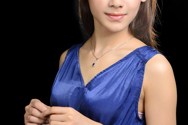1.01ct Natural Blue Sapphire in 18K Gold Pendant