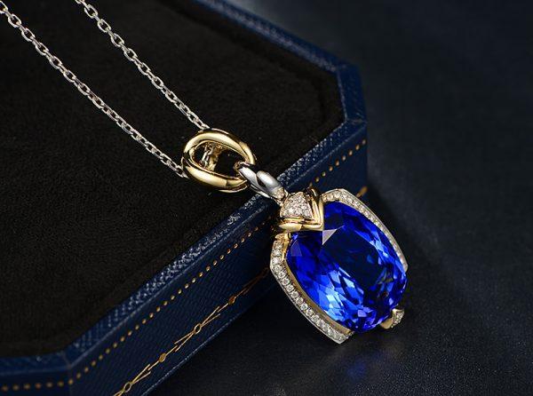 15.55ct Natural Blue Tanzanite in 18K Gold Pendant