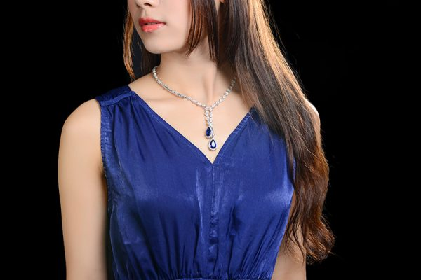 9.75ct Natural Blue Sapphire in 18K Gold Necklace