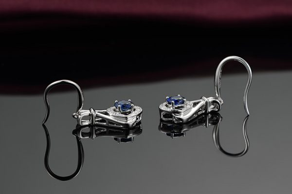 1.05ct Natural Blue Sapphire in 18K Gold Earring