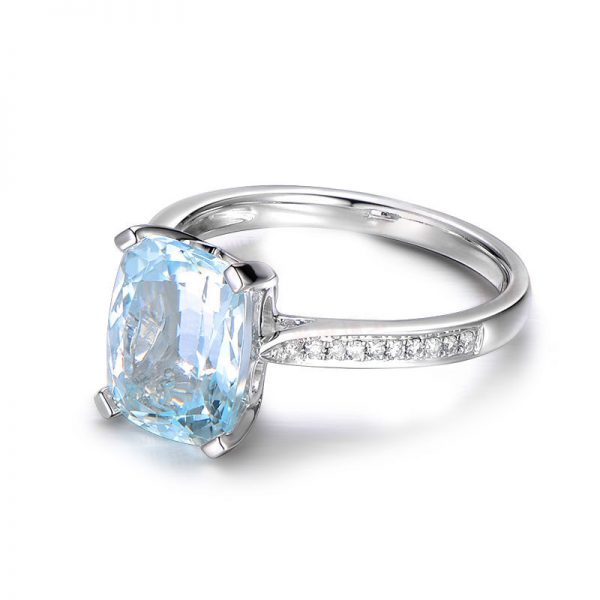 3.15ct Natural Blue Aquamarine in 18K Gold Ring