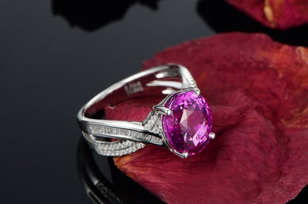 5.5ct Natural Pink Sapphire in 18K Gold Ring