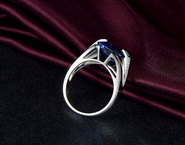 5.84ct Natural Blue Tanzanite in 18K Gold Ring