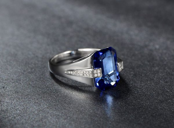 5.84ct Natural Blue Tanzanite in 18K Gold Ring
