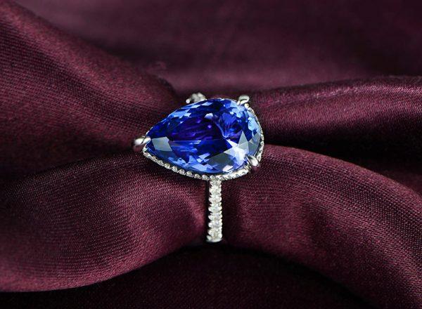 5.41ct Natural Blue Tanzanite in 18K Gold Ring