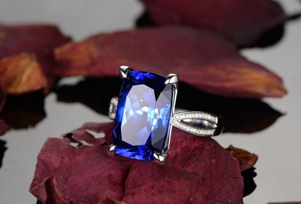 10.01ct Natural Blue Tanzanite in 18K Gold Ring