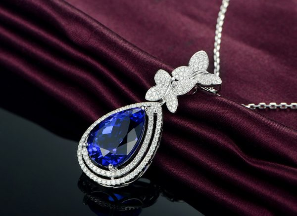 10.86ct Natural Blue Tanzanite in 18K Gold Pendant