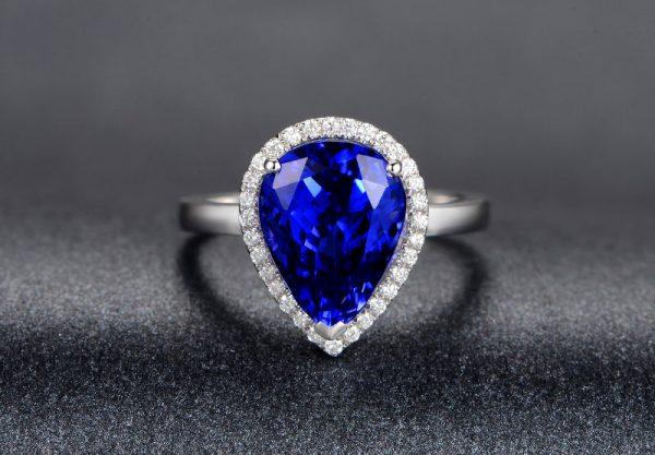 5.55ct Natural Blue Tanzanite in 18K Gold Ring