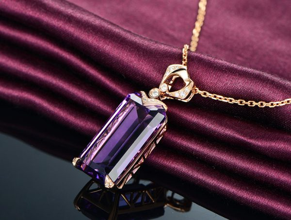 15.15ct Natural Purple Amethyst in 18K Gold Pendant