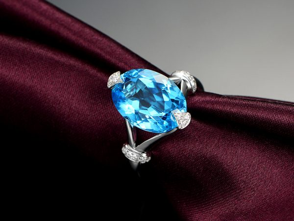 8.5ct Natural Blue Topaz in 18K Gold Ring
