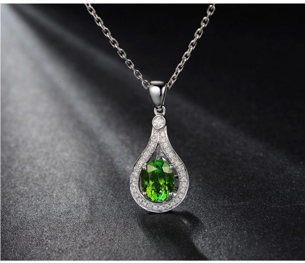 1.65ct Natural Green Tourmaline in 18K Gold Pendant