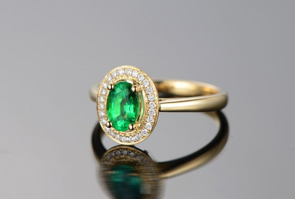 0.75ct Natural Green Emerald in 18K Gold Ring