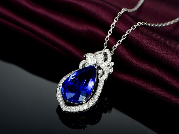 8.32ct Natural Blue Tanzanite in 18K Gold Pendant