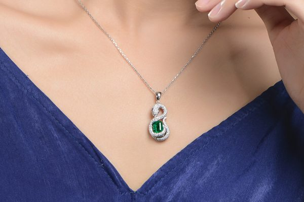 1.65ct Natural Green Emerald in 18K Gold Pendant