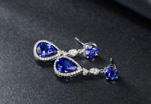 5.6ct Natural Blue Tanzanite in 18K Gold Earring