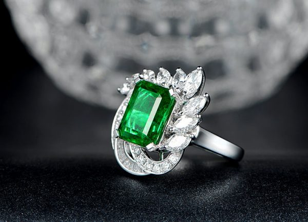 5.5ct Natural Green Emerald in 18K Gold Ring