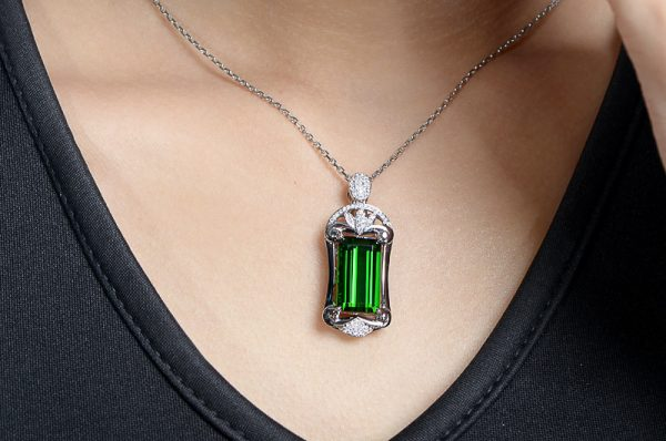 9.57ct Natural Green Tourmaline in 18K Gold Pendant