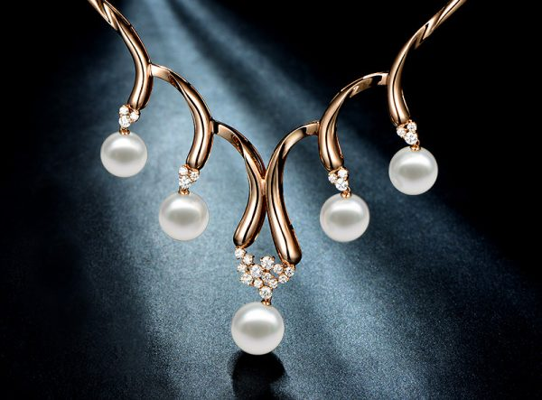 12.7-14.5 mm Natural White Pearl in 18K Gold Necklace