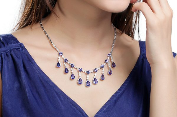 25.8ct Natural Blue Tanzanite in 18K Gold Necklace