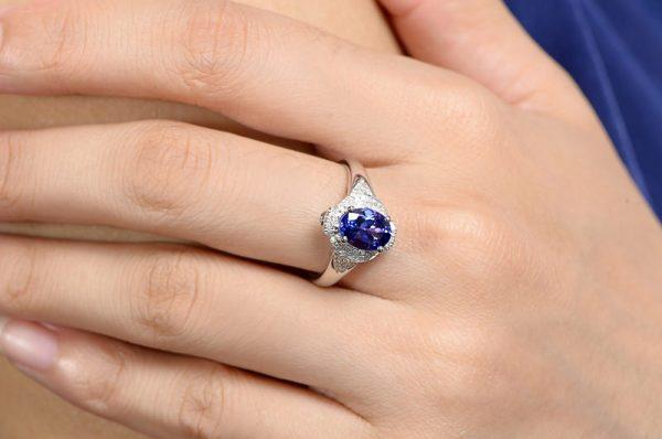 1.62ct Natural Blue Tanzanite in 18K Gold Ring