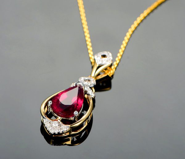 3.15ct Natural Red Tourmaline in 18K Gold Pendant