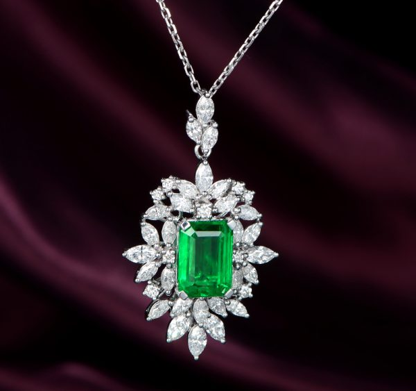 4.506ct Natural Green Emerald in 18K Gold Pendant