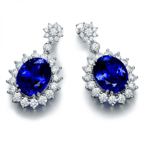 6.77ct Natural Blue Tanzanite in 18K Gold Earring