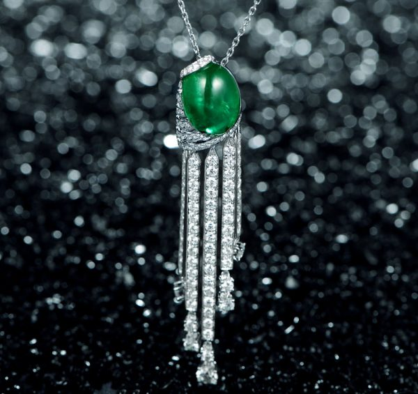 11.86ct Natural Green Emerald in 18K Gold Pendant