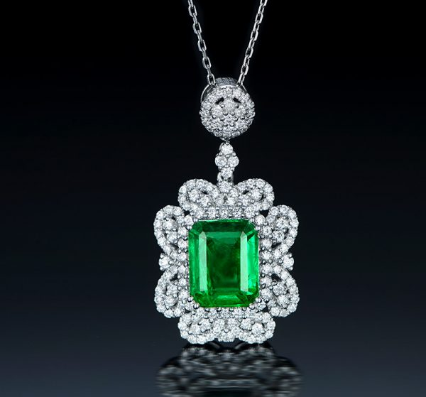 4.05ct Natural Green Emerald in 18K Gold Pendant