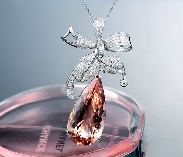 ct Natural Peach Morganite in 18K Gold Pendant