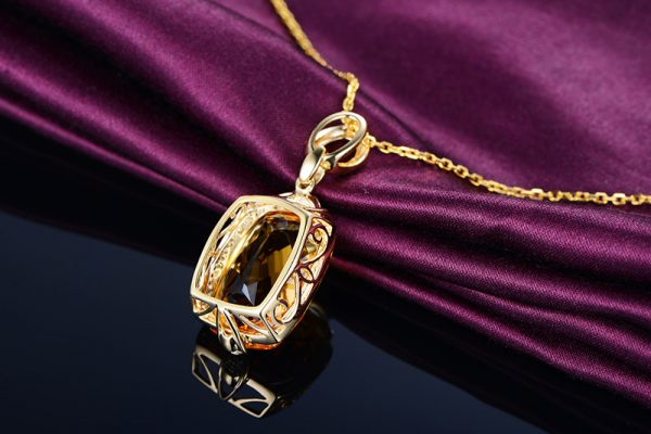 15.5ct Natural Yellow Citrine in 18K Gold Pendant