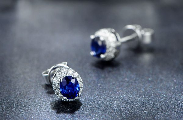 1.12ct Natural Blue Sapphire in 18K Gold Earring