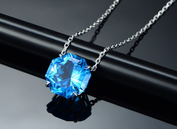 11ct Natural Blue Topaz in 18K Gold Pendant