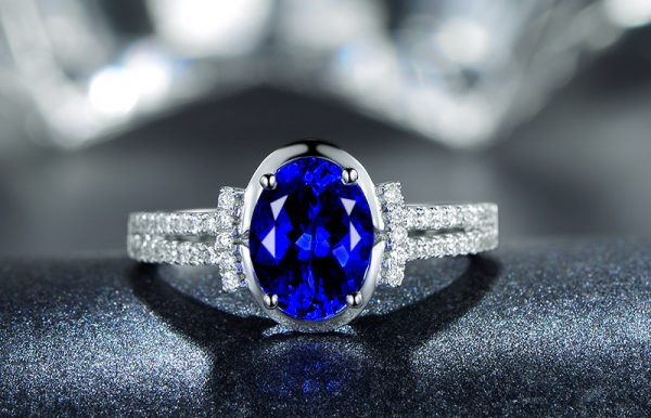 2.25ct Natural Blue Tanzanite in 18K Gold Ring