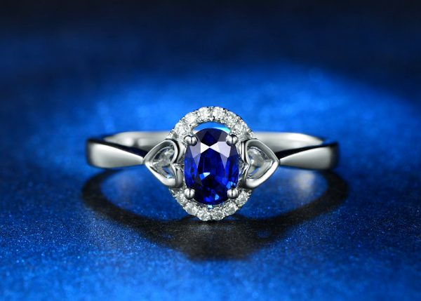 0.65ct Natural Blue Sapphire in 18K Gold Ring