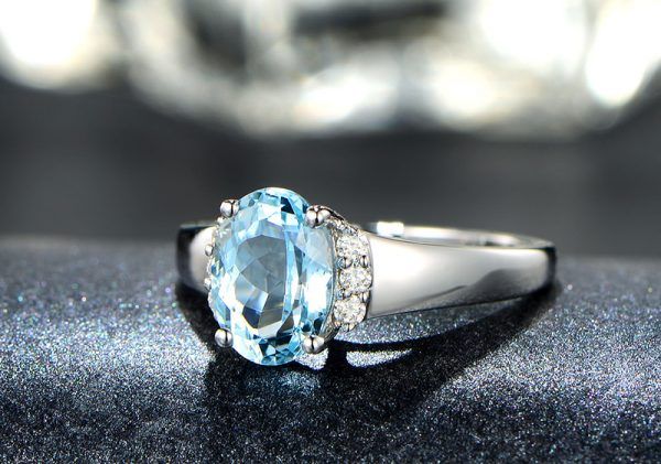 1.35ct Natural Blue Aquamarine in 18K Gold Ring