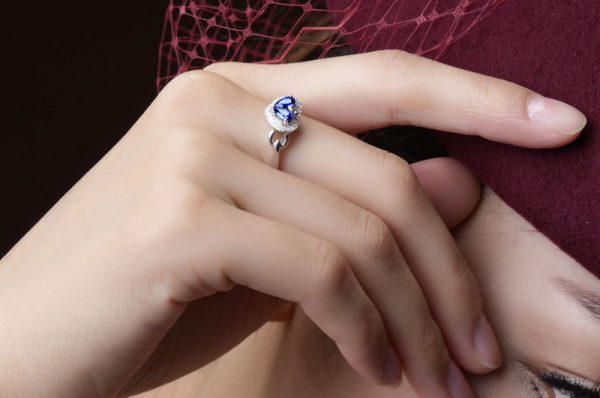 0.6ct Natural Blue Sapphire in 18K Gold Ring