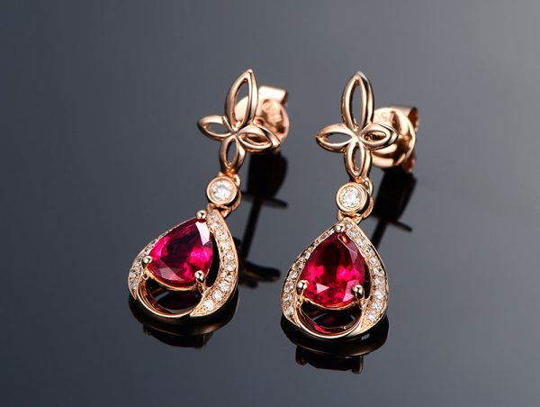 1.5ct Natural Red Tourmaline in 18K Gold Earring